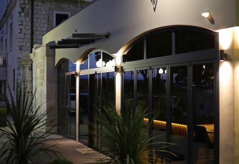 Teatro Verdi Hotel, Zadar, Hotel Front – Evening/Night