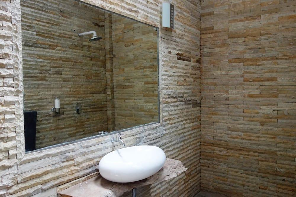 Luxusný bungalov, 1 extra veľké dvojlôžko, balkón, výhľad na pláž - Kúpeľňa