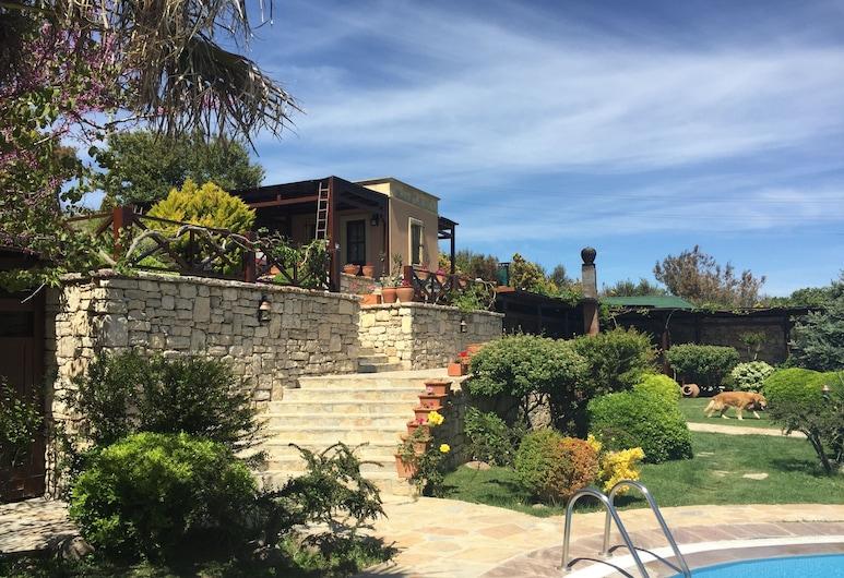 Ada Bacchus Hotel, Bozcaada, Terrenos del establecimiento