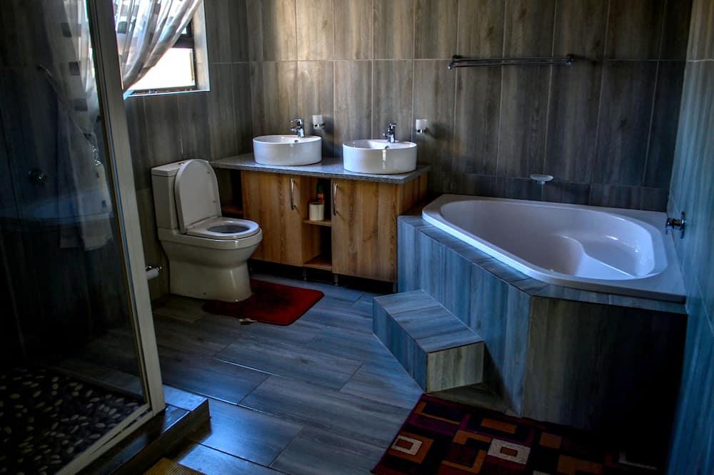 Executive Room, Multiple Beds - Bathroom