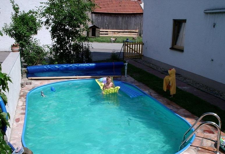 فيرينفونونجين ستارك, كلهايم, حمام سباحة