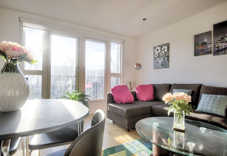 Stylish Apartment in Central Edinburgh with Secure Free Parking, Edinburgh, Living Room