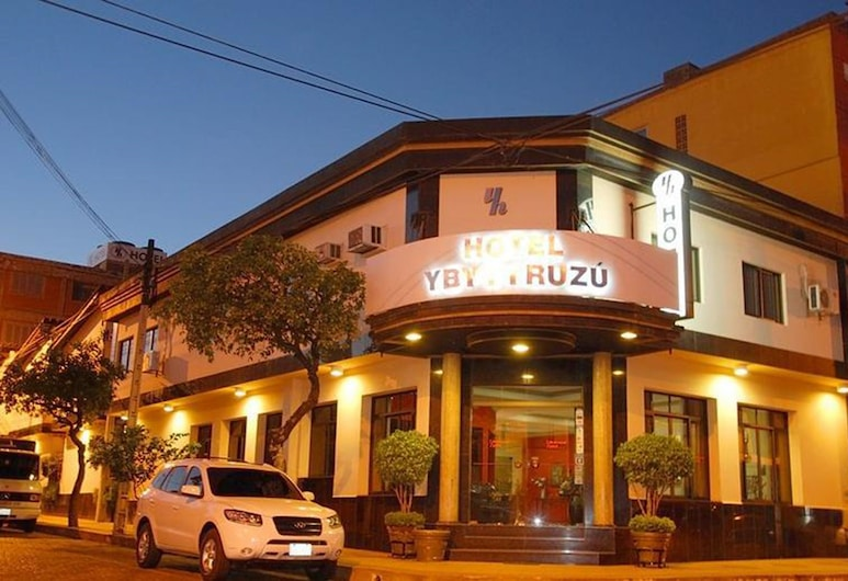 Hotel Ybytyruzu, Villarrica, Hotellets front – kveld/natt