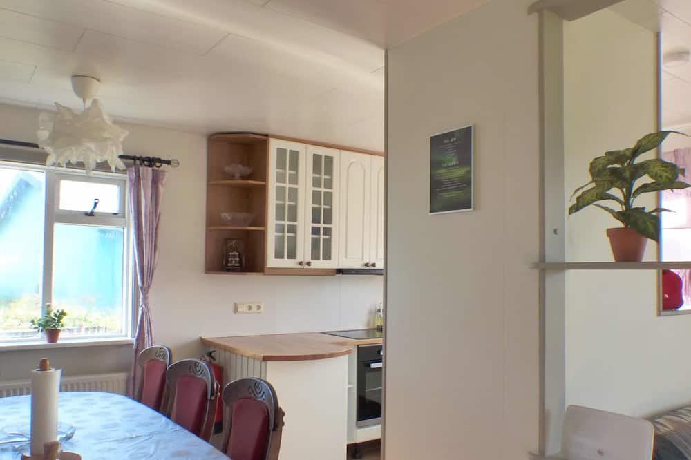 Economy House, 3 Bedrooms - In-Room Dining