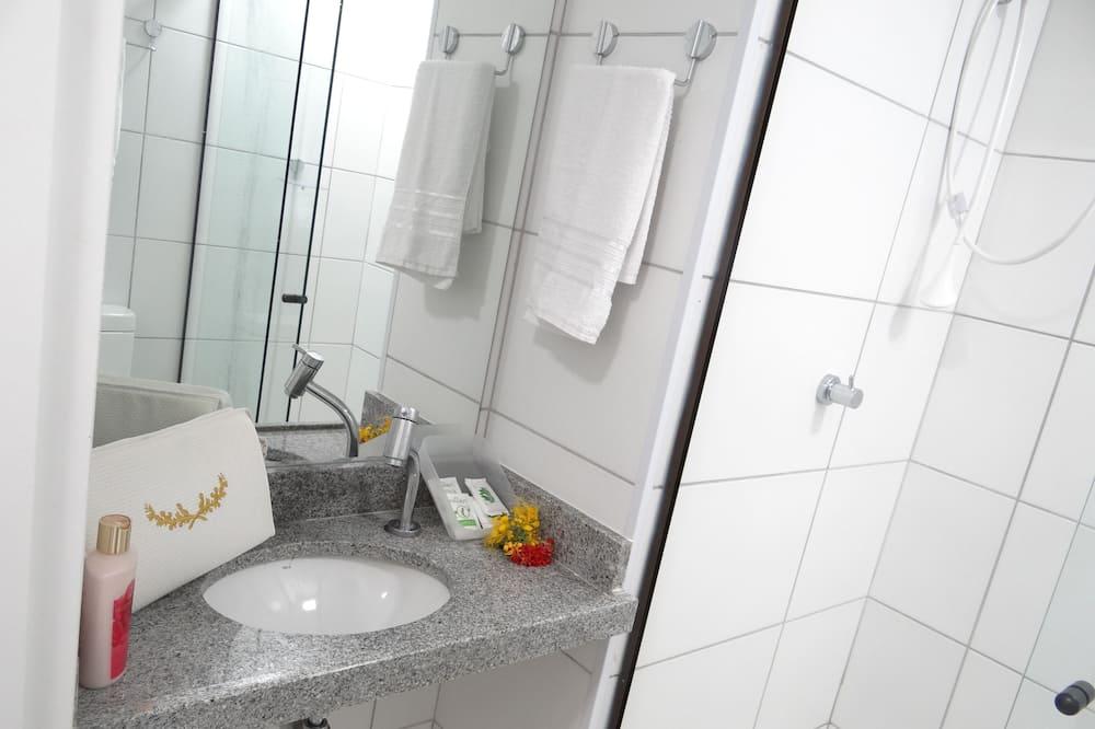 Apartamento Standard Quadruplo - Badezimmer