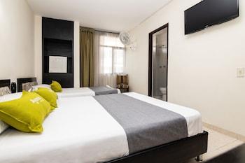 在佩雷拉的艾颜达 1124 号洛斯图尼尔斯酒店照片