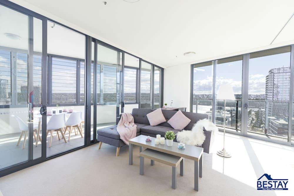 Deluxe Apartment, 2 Queen Beds, Non Smoking - Living Area