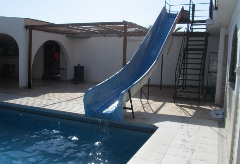 蒙特內哥羅飯店, 伊卡, 室外游泳池