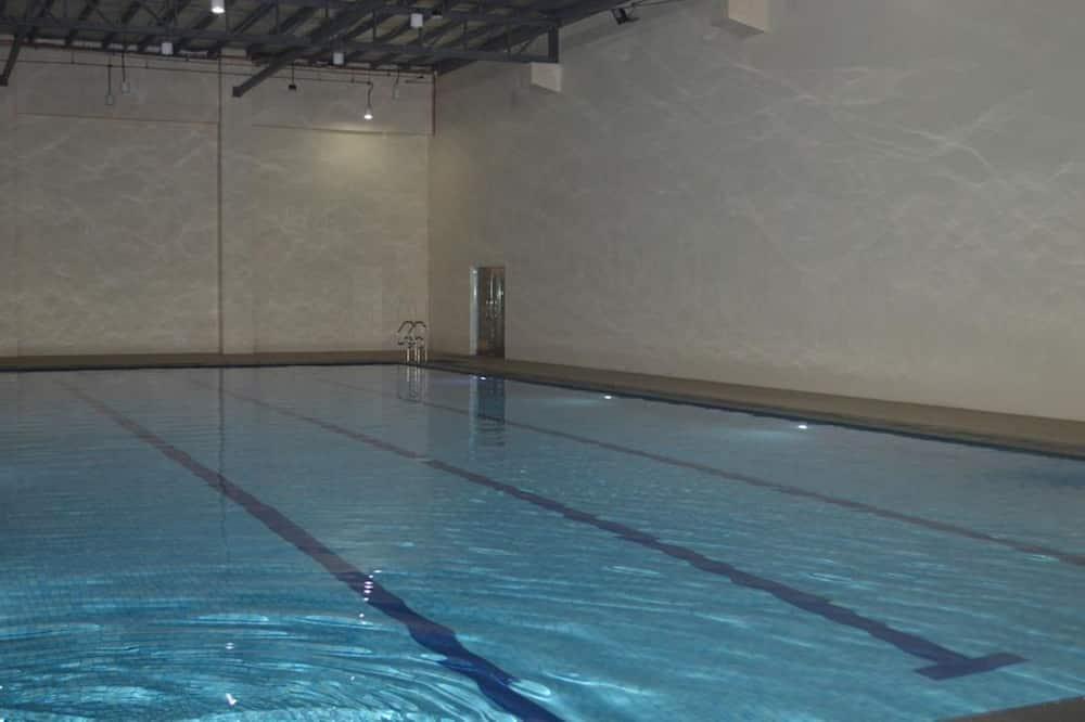 Kolam Renang Dalam Ruangan