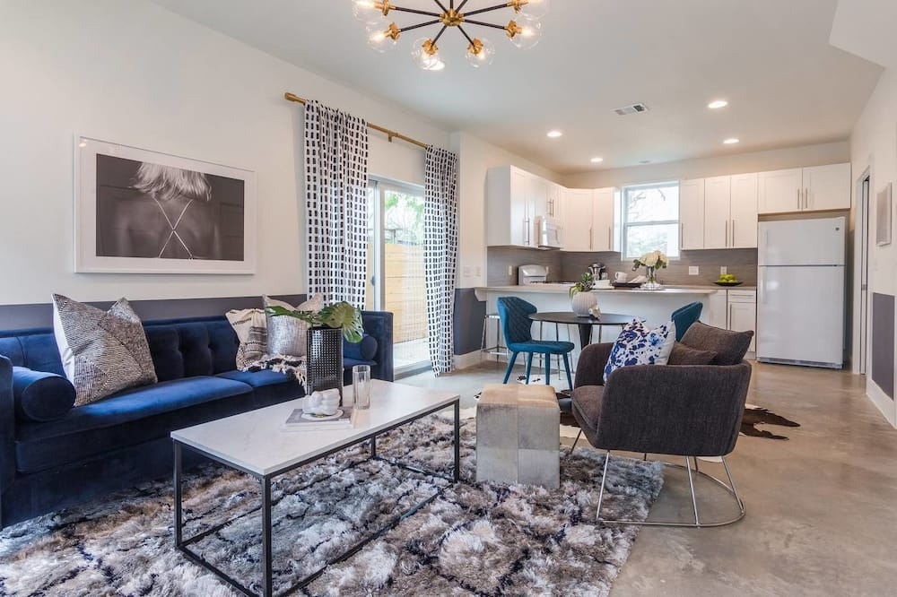 East Side 2 BR Bungalow by Domio