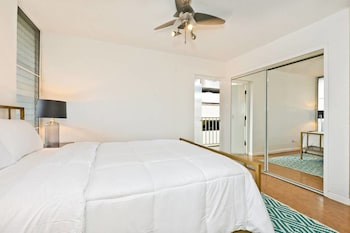 Picture of Large 2br/2ba Steps to Waikiki Beach by Domio in Honolulu