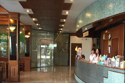 โรงแรมอู่ทอง/