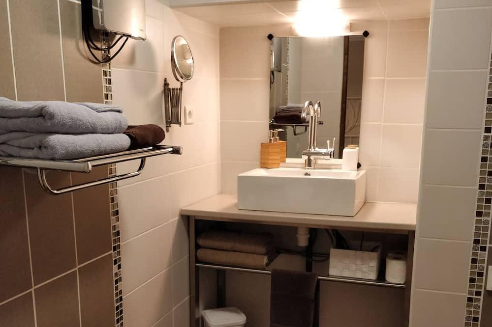 Comfort Quadruple Room, River View - Bathroom