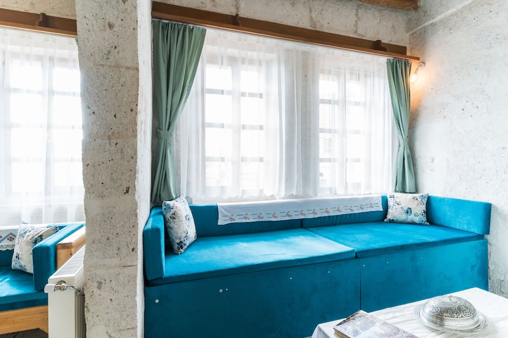 Romantic Quadruple Room - Living Area