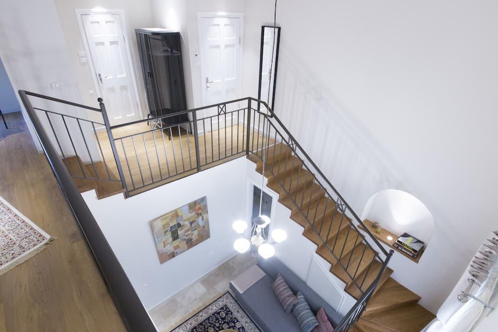 Design Loft, Multiple Beds, Non Smoking - Living Area