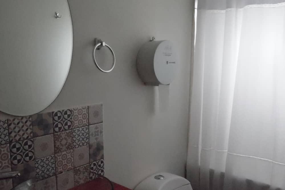 Twin Room, 1 Bedroom, Shared Bathroom - Bilik mandi