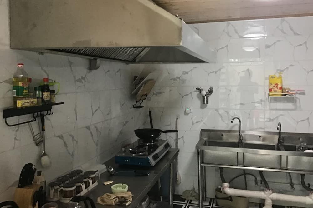 Villa (13-20 Guests) - Shared kitchen facilities