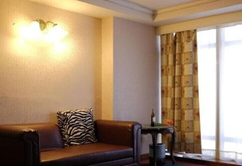 Long LuHotel, Tainan, Deluxe Quadruple Room, Guest Room