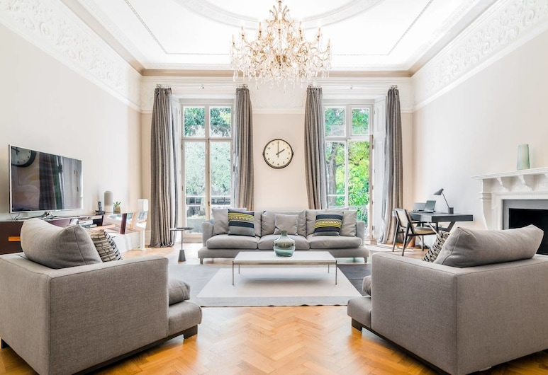 Luxury 3BR Home in Heart of Paddington, 6 Guests, London