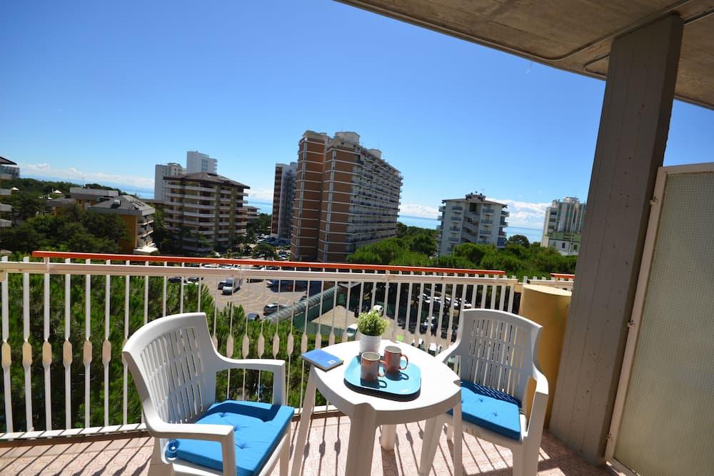 Standarta studijas tipa numurs, balkons - Balkons