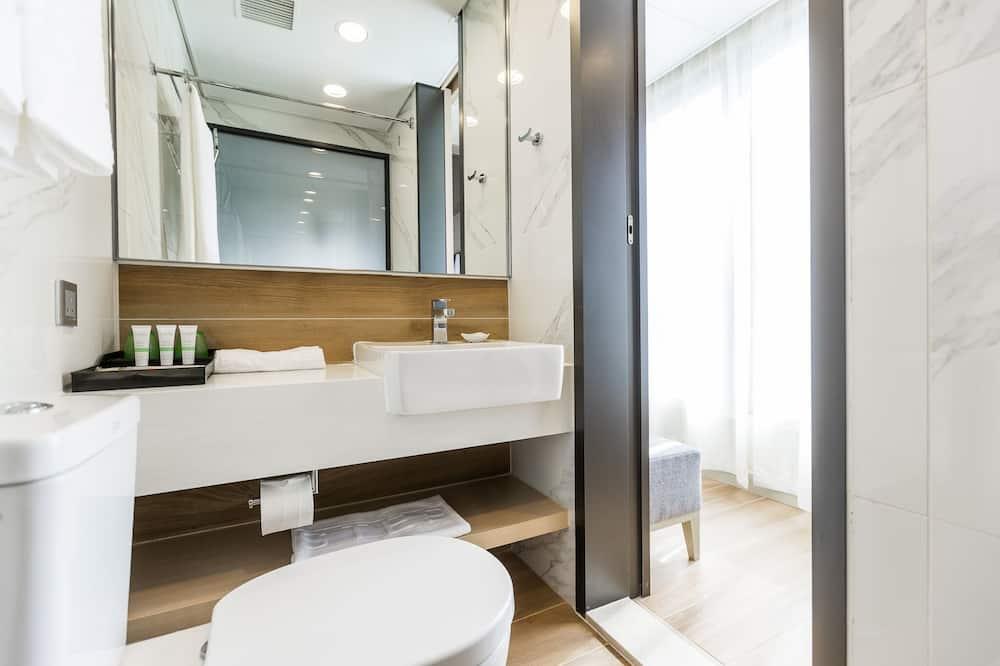 Superior Double or Twin Room, Corner - Bathroom