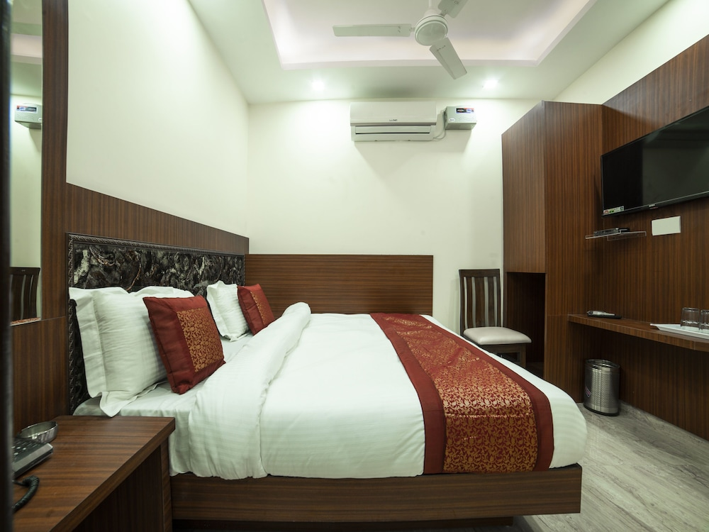 OYO 14136 hotel toto international (New Delhi, India), New Delhi ...