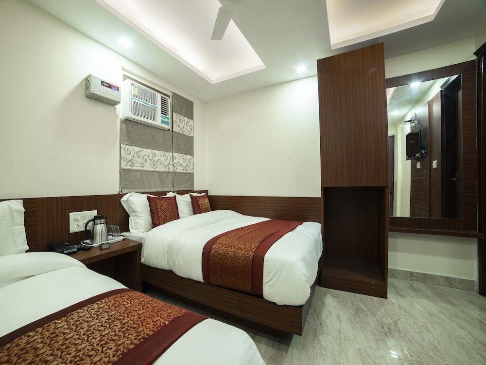 Book OYO 14136 hotel toto international in New Delhi | Hotels.com