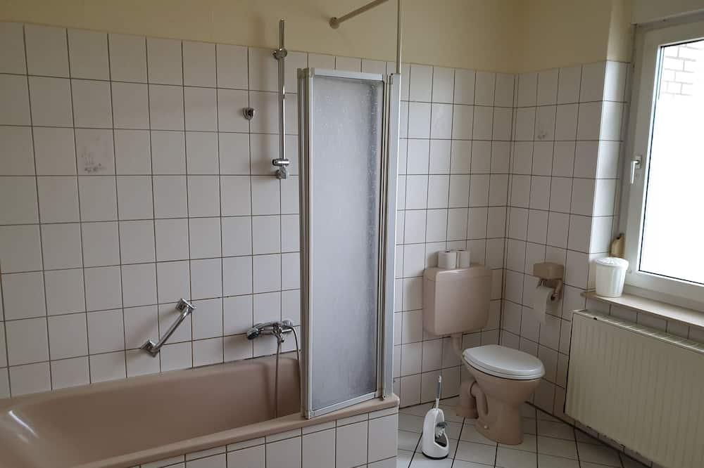 Quarto Individual - Casa de banho partilhada
