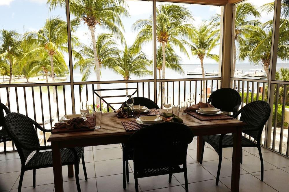 Deluxe Condo, Patio, Sea View - In-Room Dining
