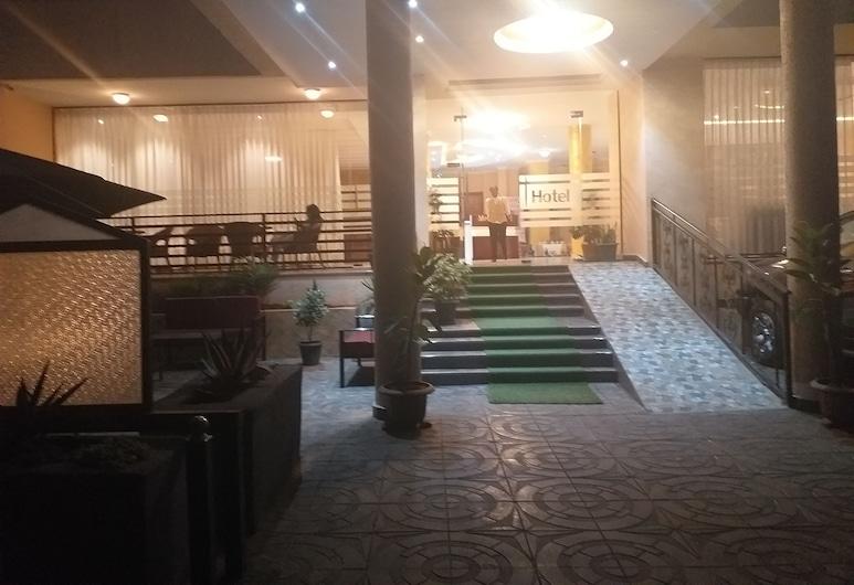 Medal hotel, Addis Ababa, Hadapan Hotel