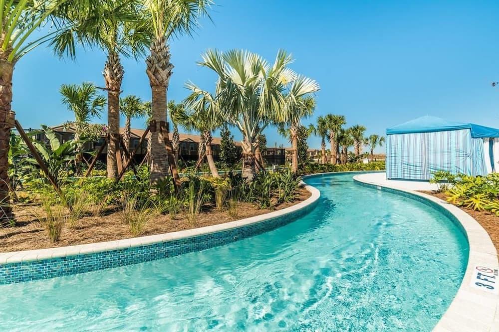 Rodinná vila, s výhľadom do záhrady - Úzky bazén s plaveckou dráhou
