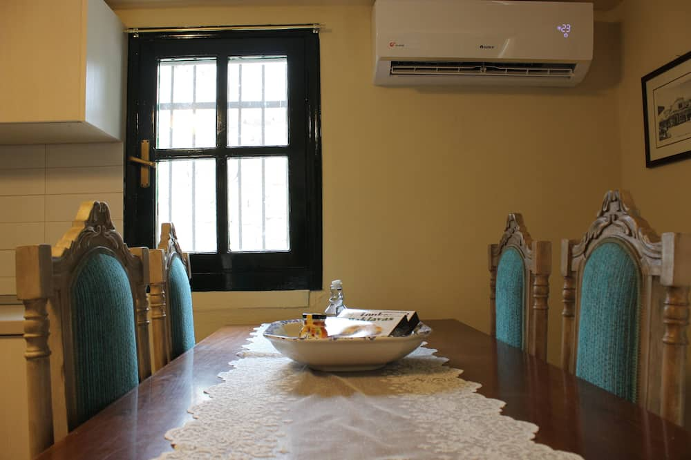 Traditional Apartment, 1 Double Bed with Sofa bed, Ground Floor (Roe) - In-Room Dining