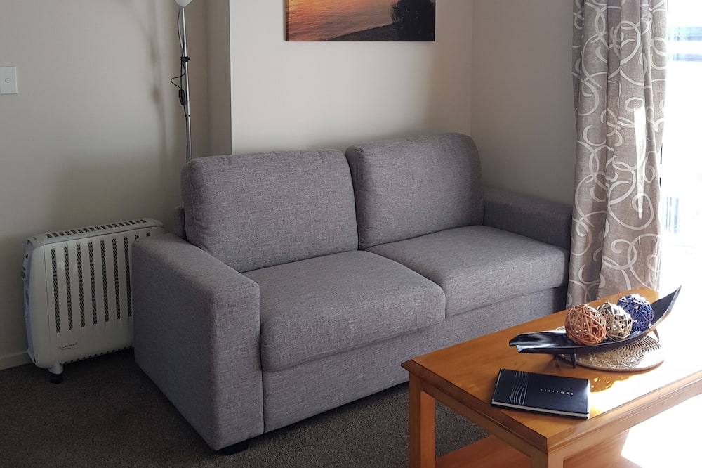 Family Apartment, 2 Bedrooms, Kitchen, Partial Ocean View - Living Area
