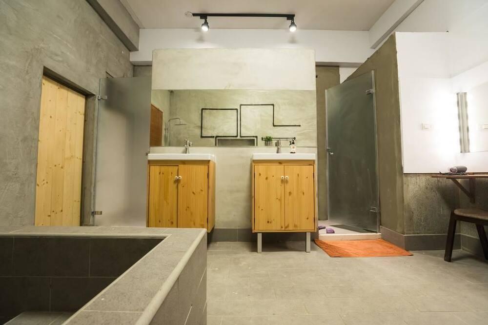 Classic Cabin (1F) - Bathroom