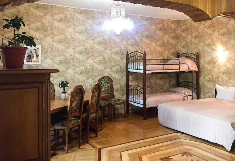 Versal Hotel on Kutuzovskiy, Moscow, Family Room, Guest Room
