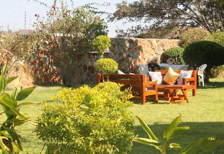 Ntshe River Lodge, Francistown, Jardin