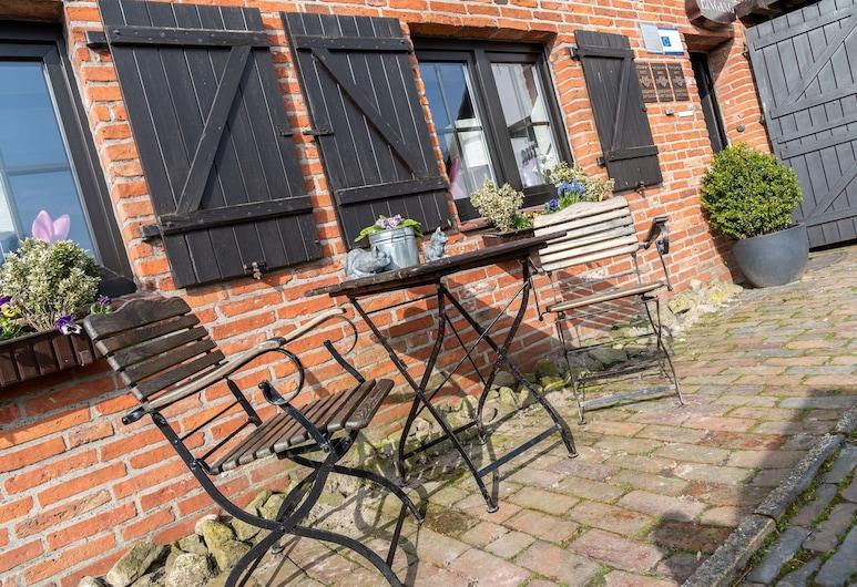 Zum alten Krug, Wangerland, Terraza o patio