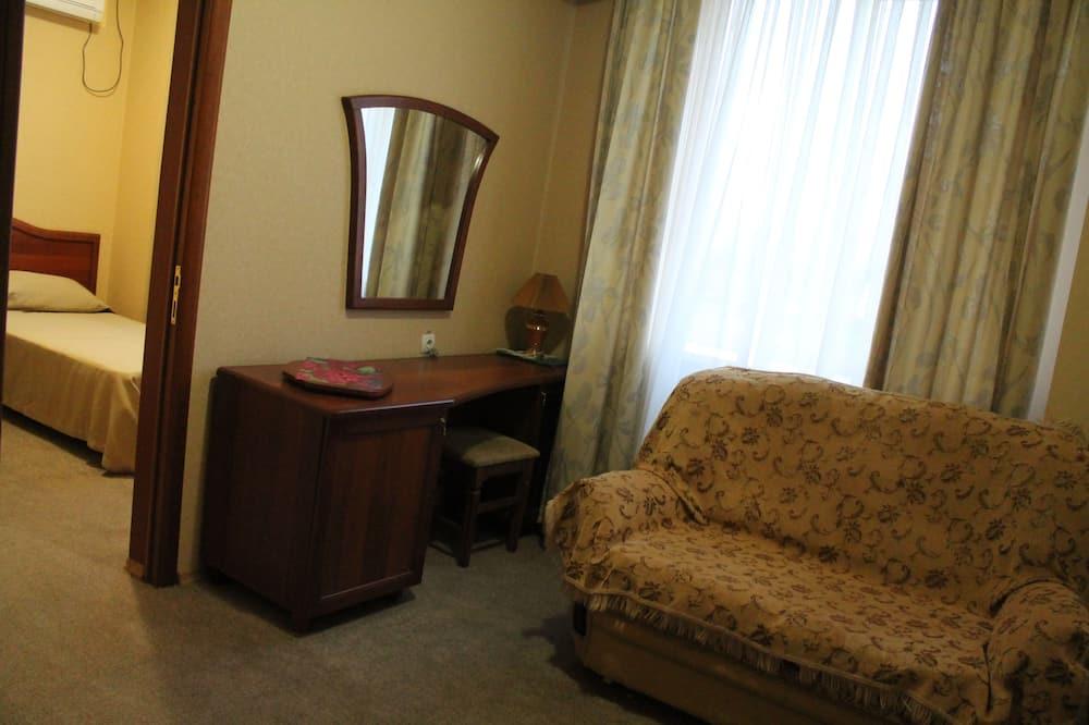 Семейный четырехместный номер - Зона гостиной