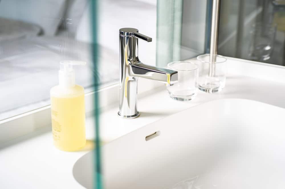 Dvojlôžková izba typu Comfort - Umývadlo v kúpeľni