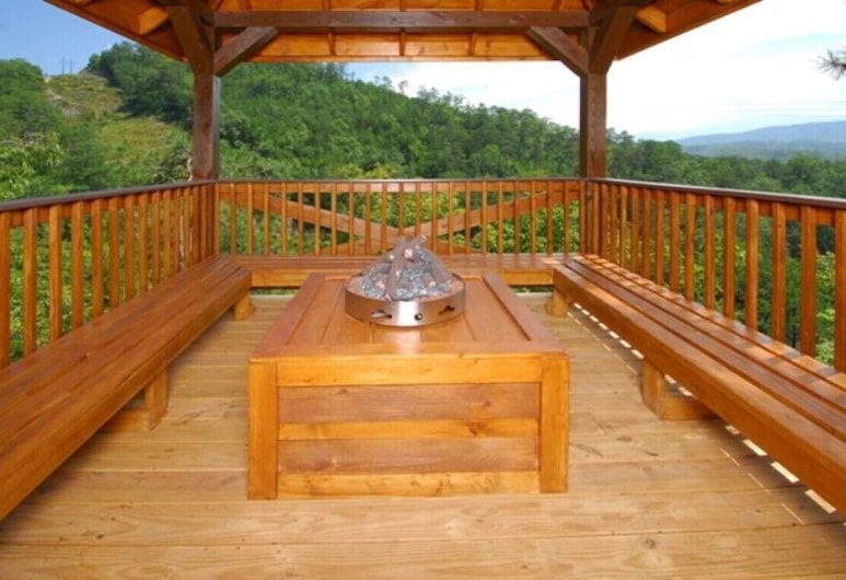 A Peace of Paradise - 3 Bedrooms, 3 Baths, Sleeps 8 Cabin, Pigeon Forge, Cabin, 3 Bedrooms, Balcony