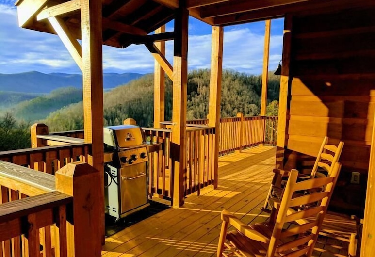 Picture Perfect View - 4 Bedrooms, 4 Baths, Sleeps 13 Home, Pigeon Forge, Cabin, 4 Bedrooms, Terrace/Patio