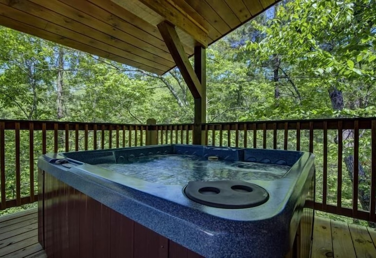 Mountain Romance - 1 Bedrooms, 1 Baths, Sleeps 4 Home, Pigeon Forge, Outdoor Spa Tub