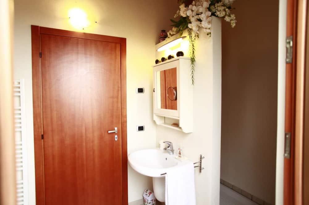 Standard Double Room, Private Bathroom (External) - Bathroom