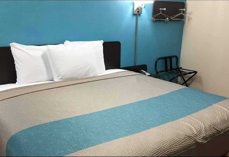Motel 6 Odessa, TX - 2nd Street, Odessa, Deluxe Room, 1 King Bed, Non Smoking, Refrigerator & Microwave, Guest Room
