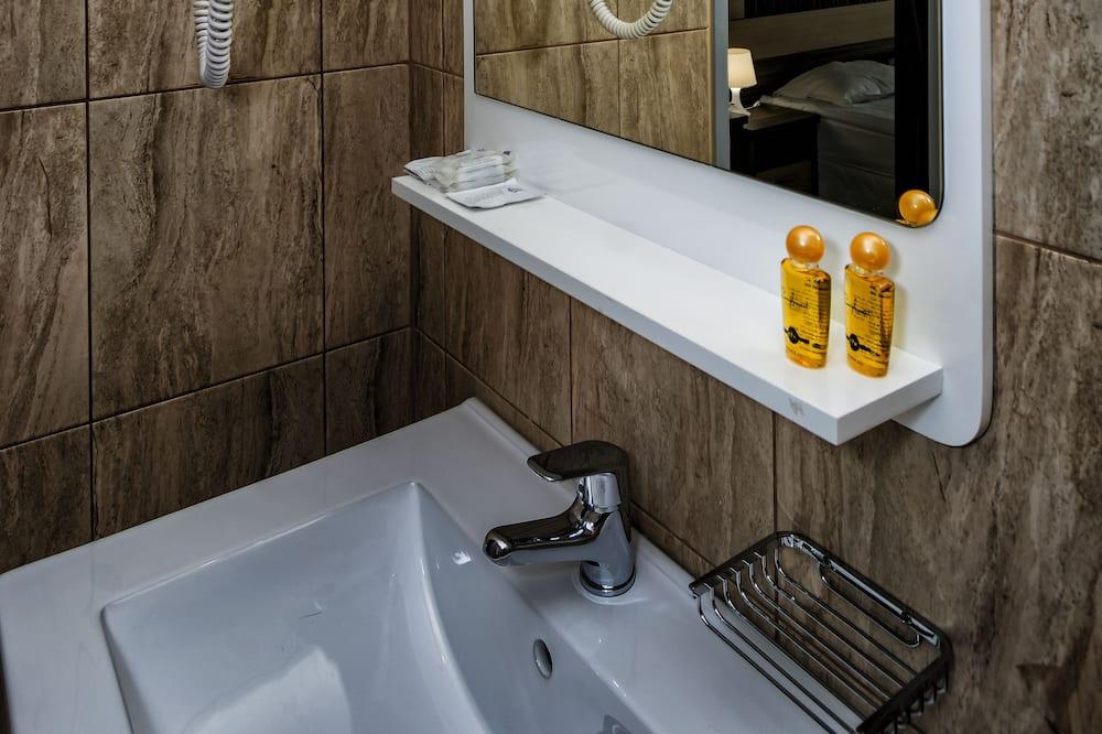 Comfort Room, 1 Twin Bed, City View - Badrum