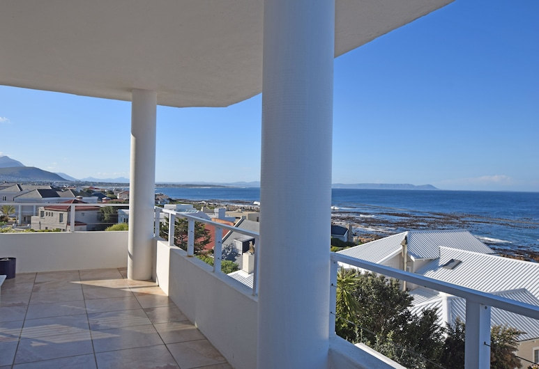 Dolphin House Apartments, Hermanus, Family Apartment, 3 Bedrooms, Sea View, Terrace/Patio