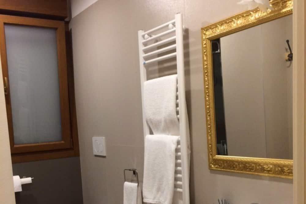 Kambarys šeimai, su patogumais neįgaliesiems - Vonios kambarys