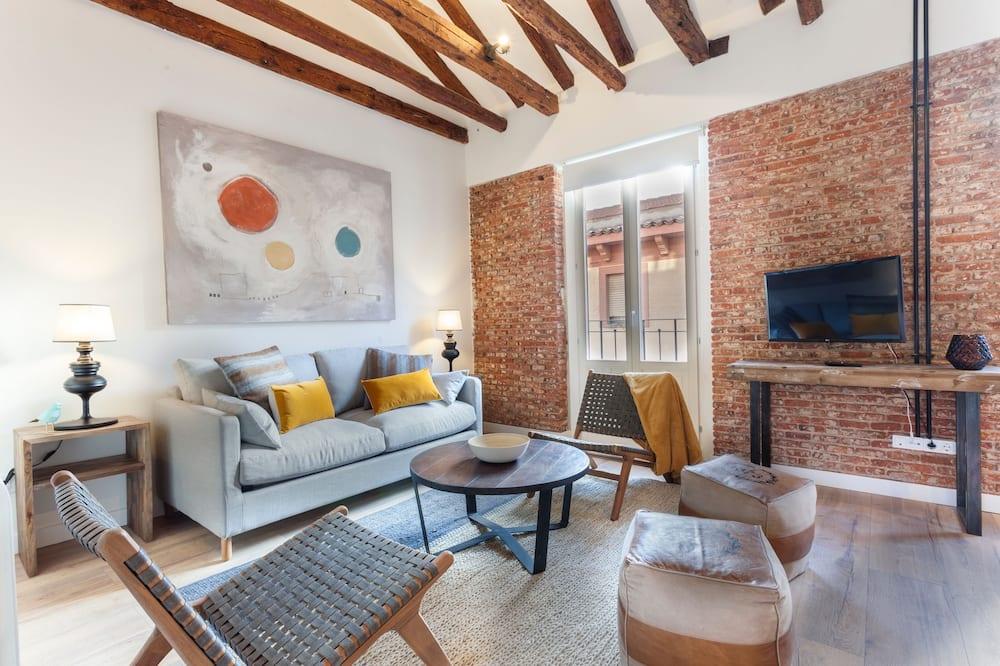 شقة بتصميم مميز - ٣ غرف نوم - غرفة معيشة