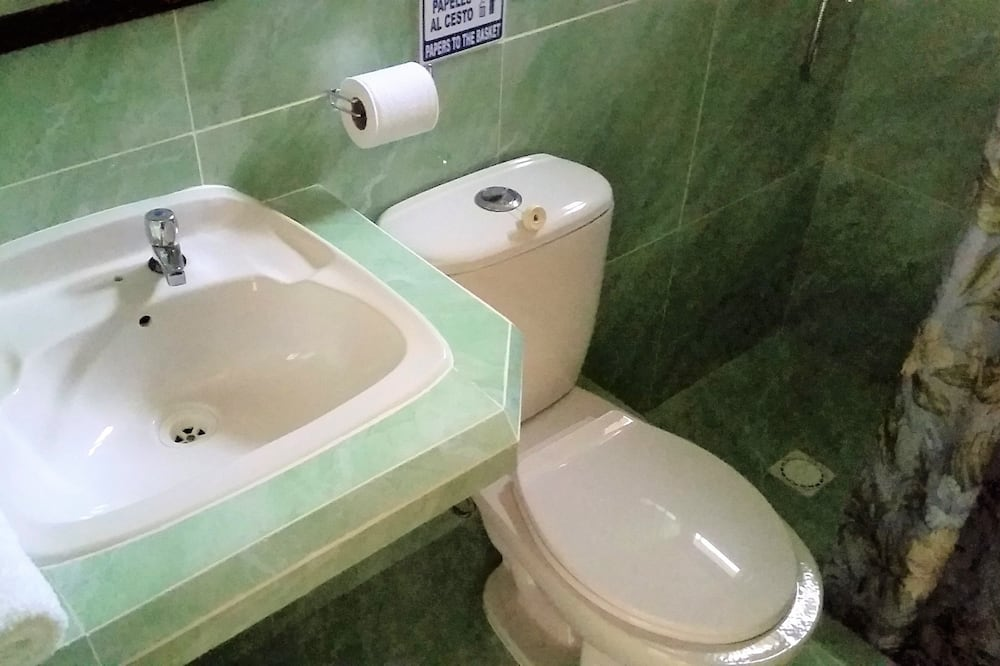 ベーシック ダブルまたはツインルーム - バスルーム