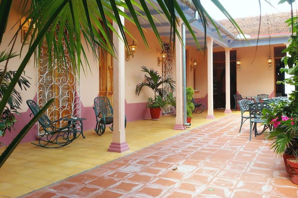 חדר סטנדרט זוגי או טווין - נוף לחצר